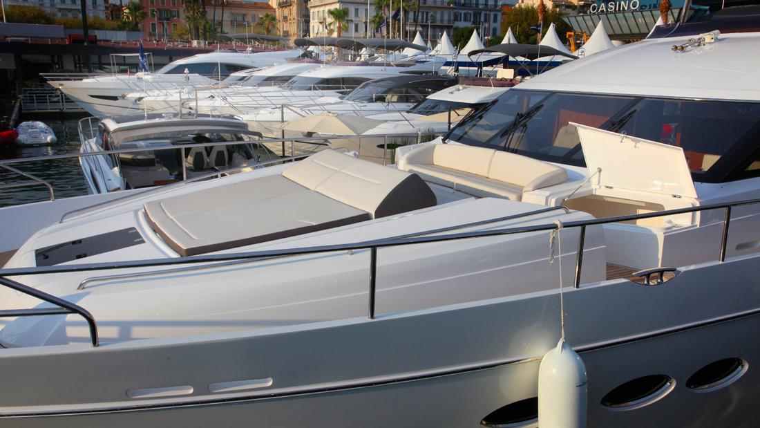 princess-82-yacht-sun-deck-fore