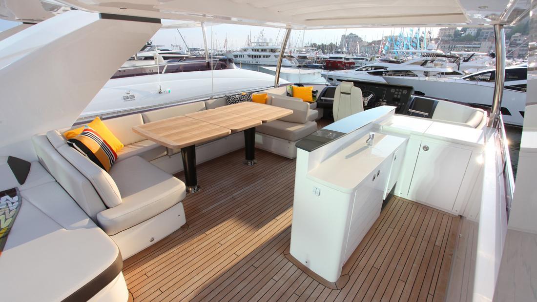 princess-82-yacht-upper-deck
