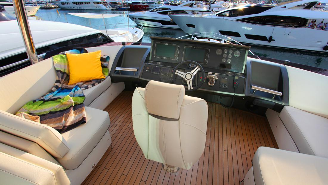 princess-82-yacht-helm