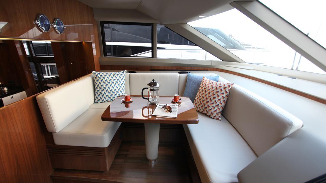 princess-82-yacht-dinette