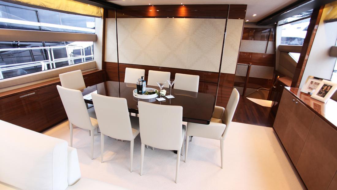 princess-82-yacht-dining