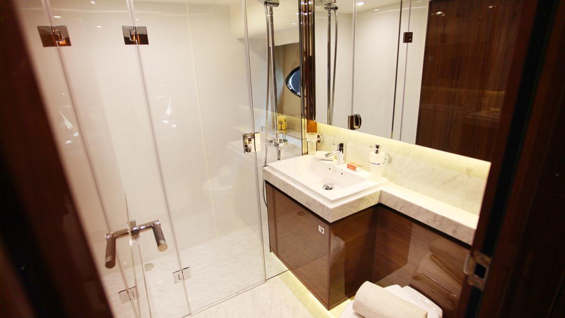 princess-82-yacht-bathroom