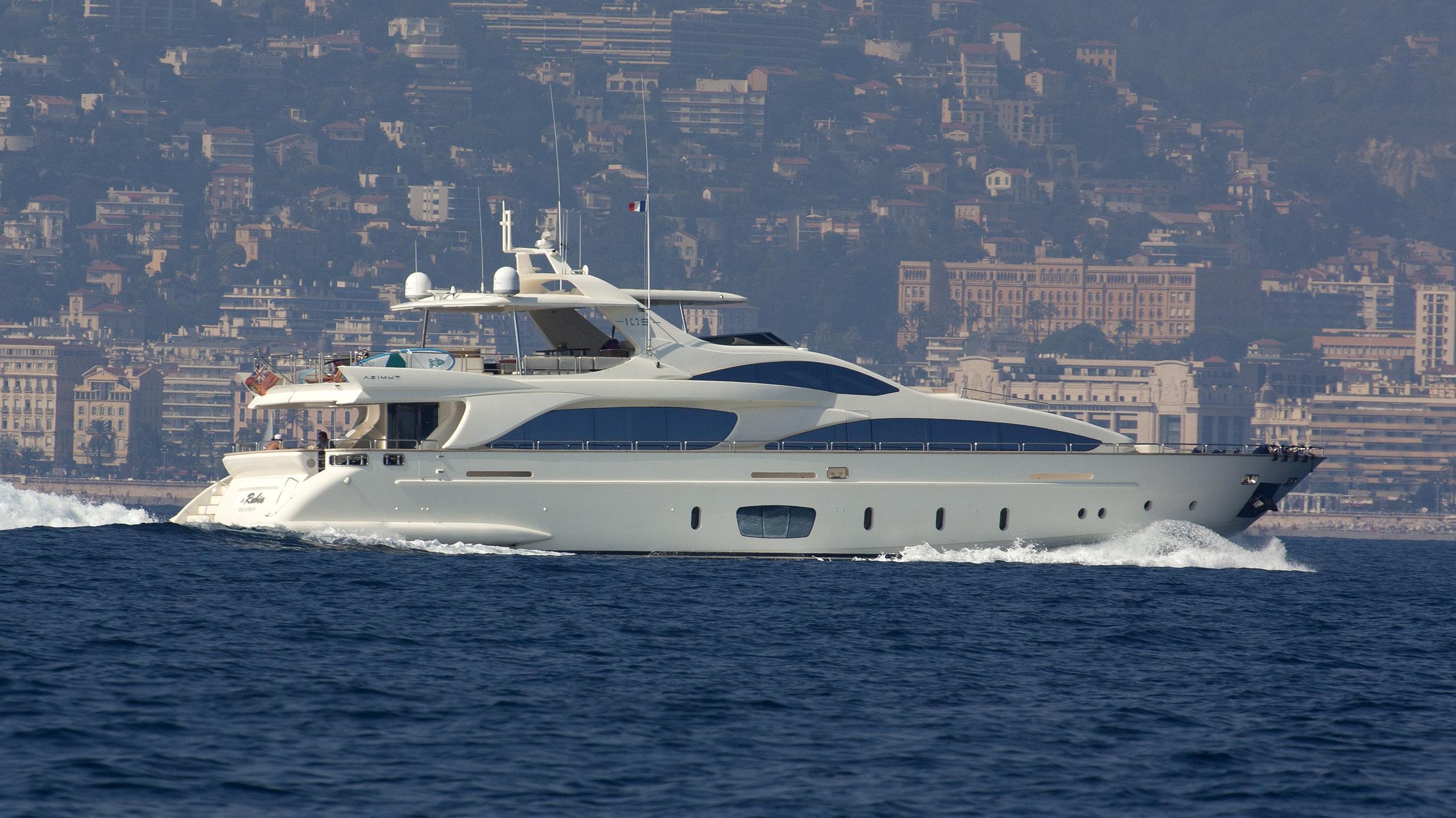 la-rubia-yacht-exteriorjpg