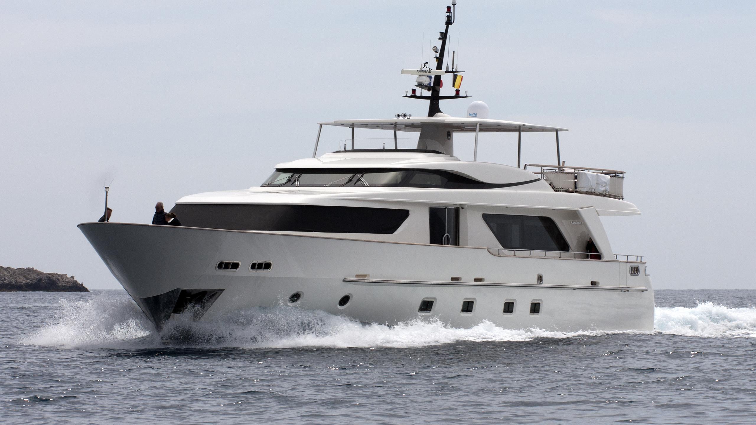mia-rocca-ix-yacht-exterior