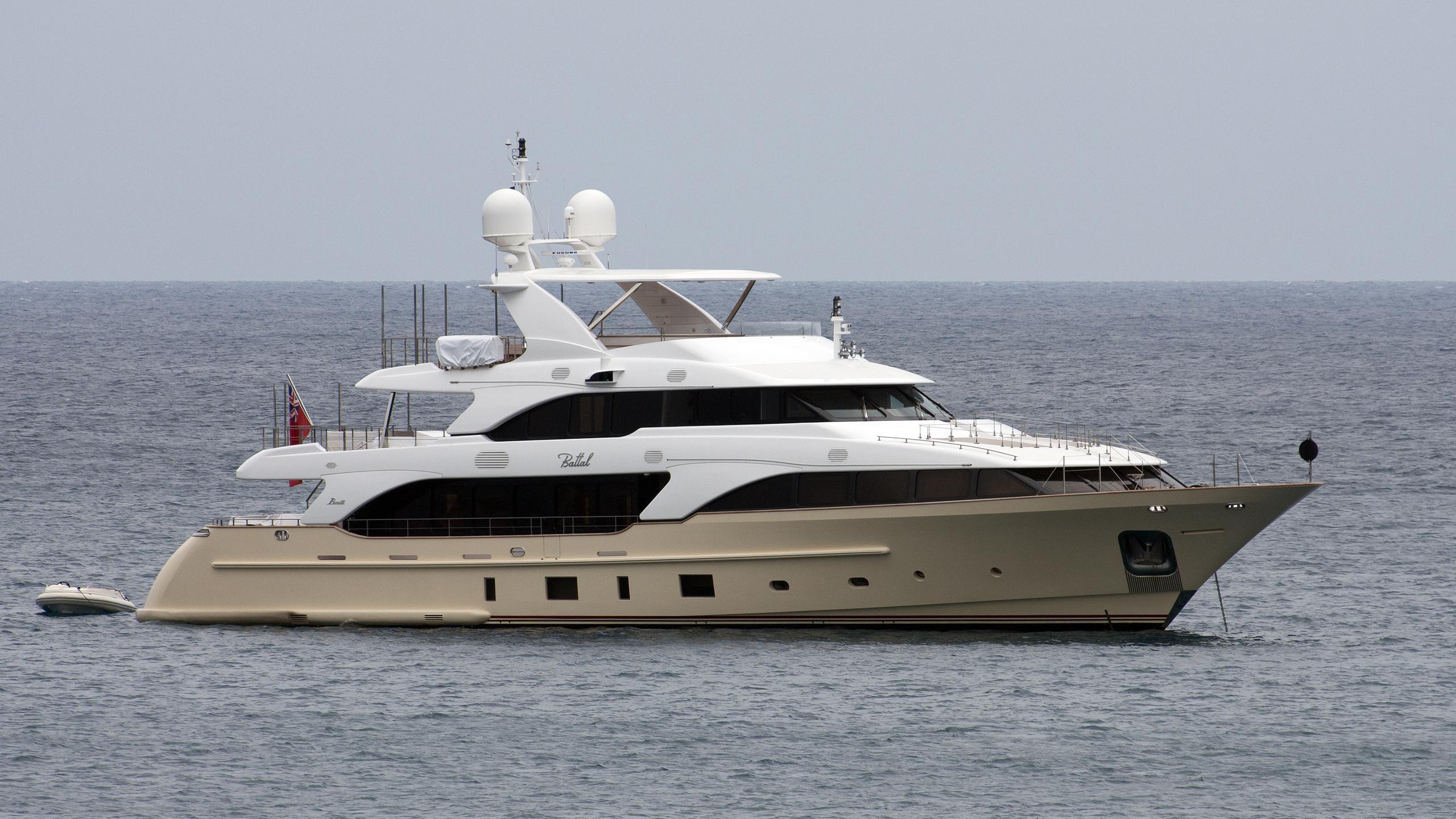 battal-yacht-exterior
