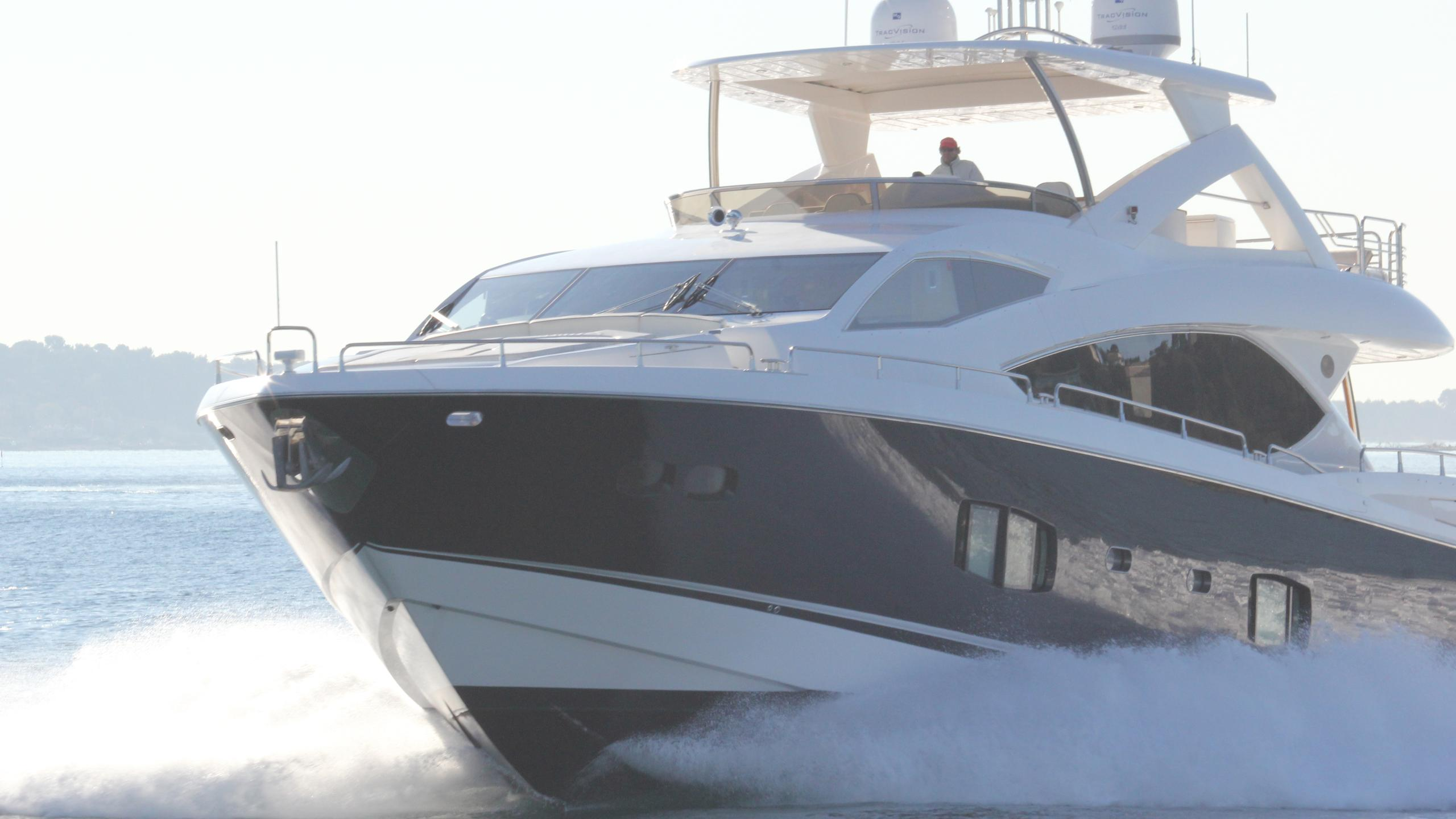stella-ann-yacht-cruising