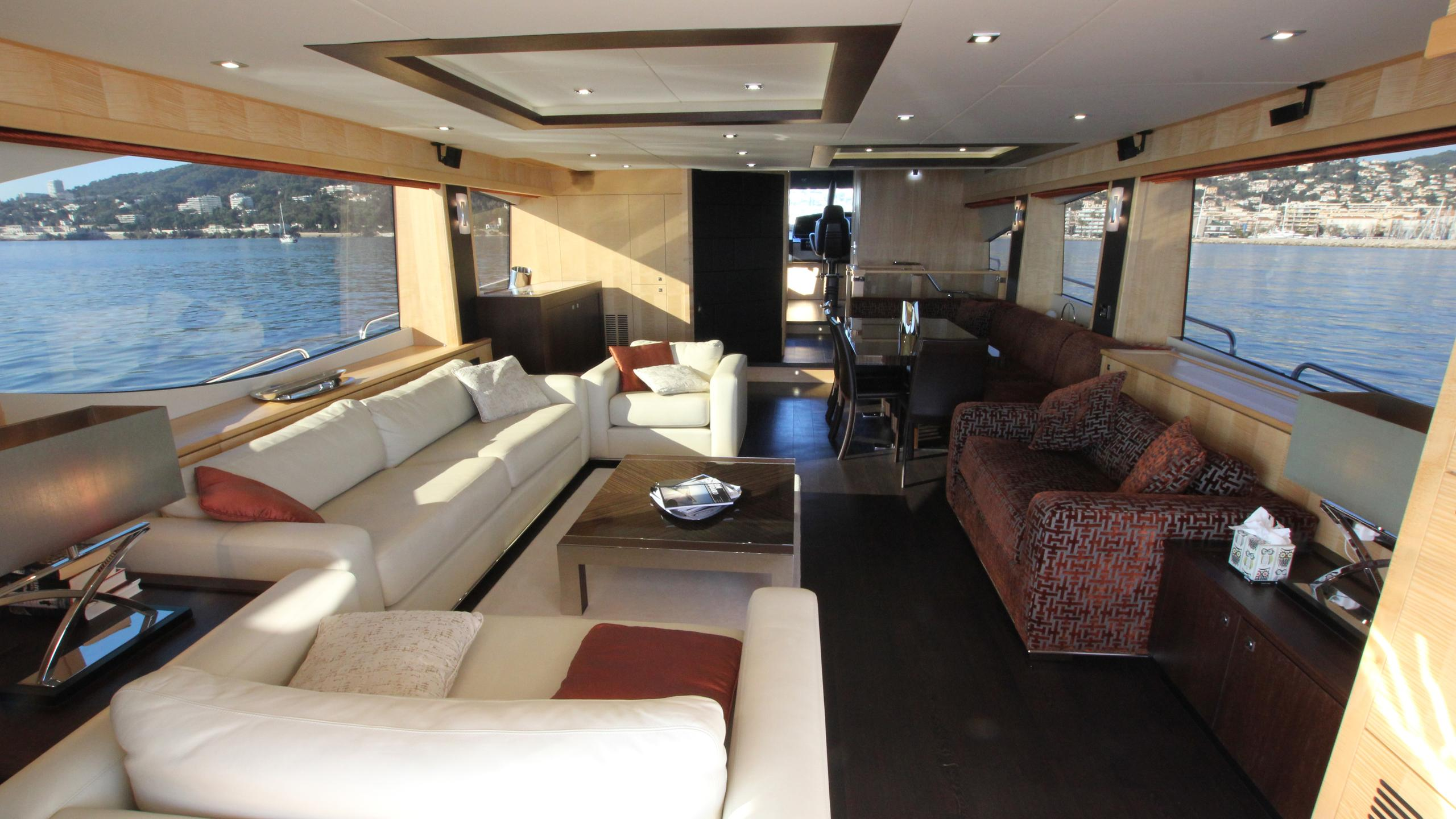 stella-ann-yacht-saloon