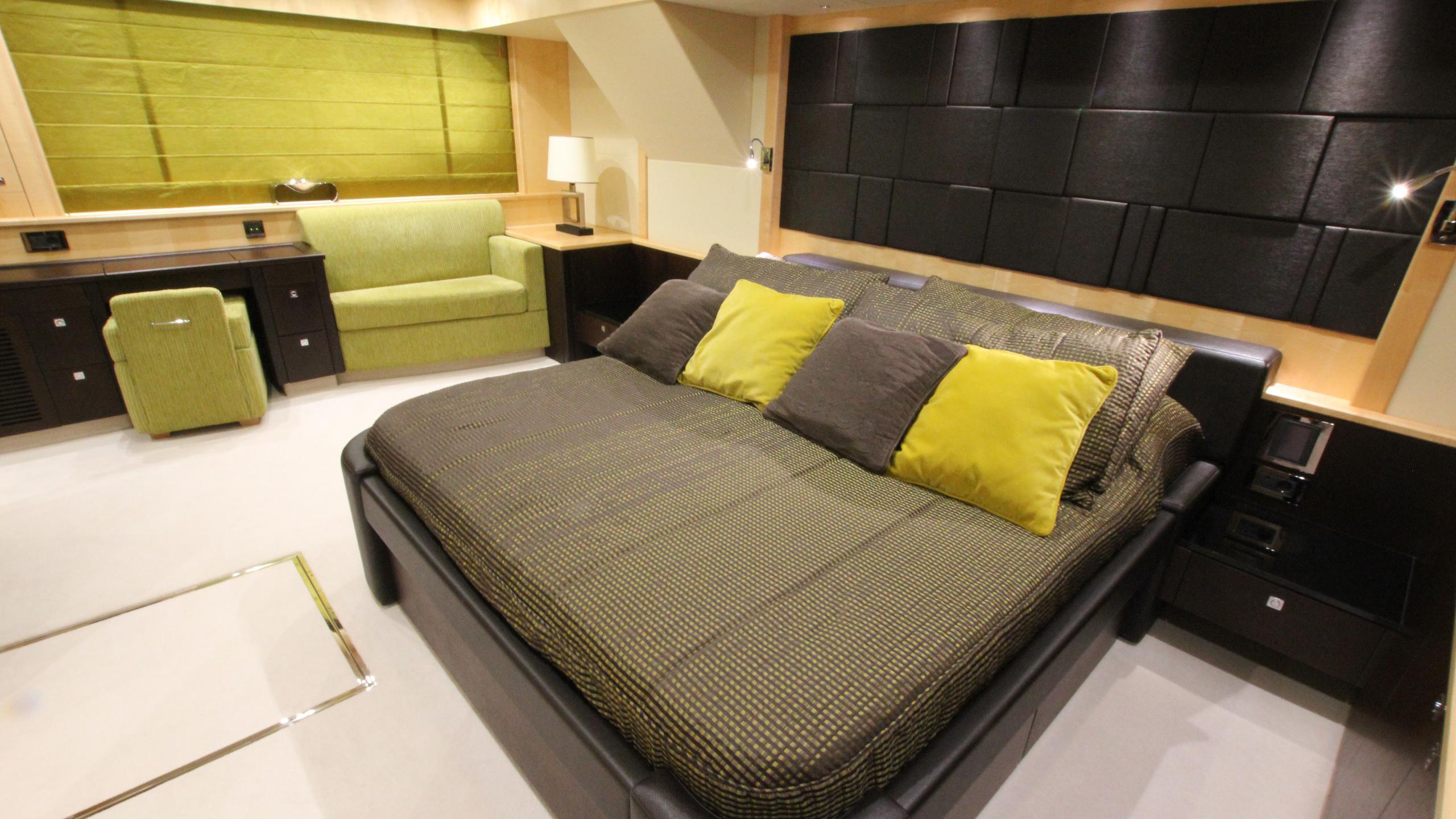 stella-ann-yacht-master-cabin