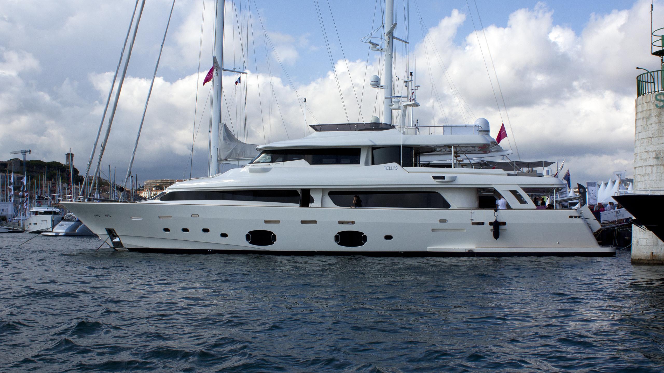 tellis-yacht-exterior