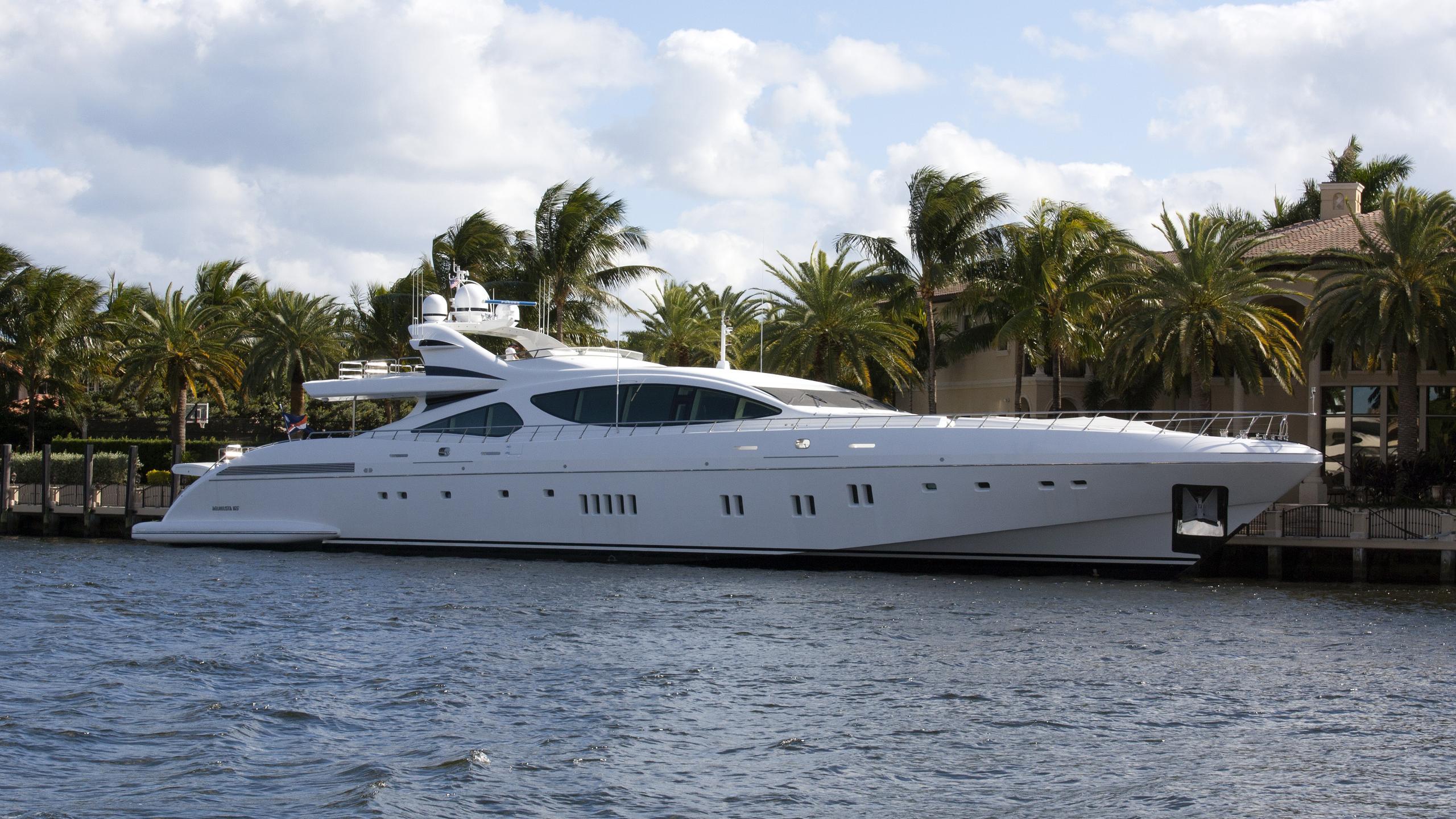 misunderstood-yacht-exterior