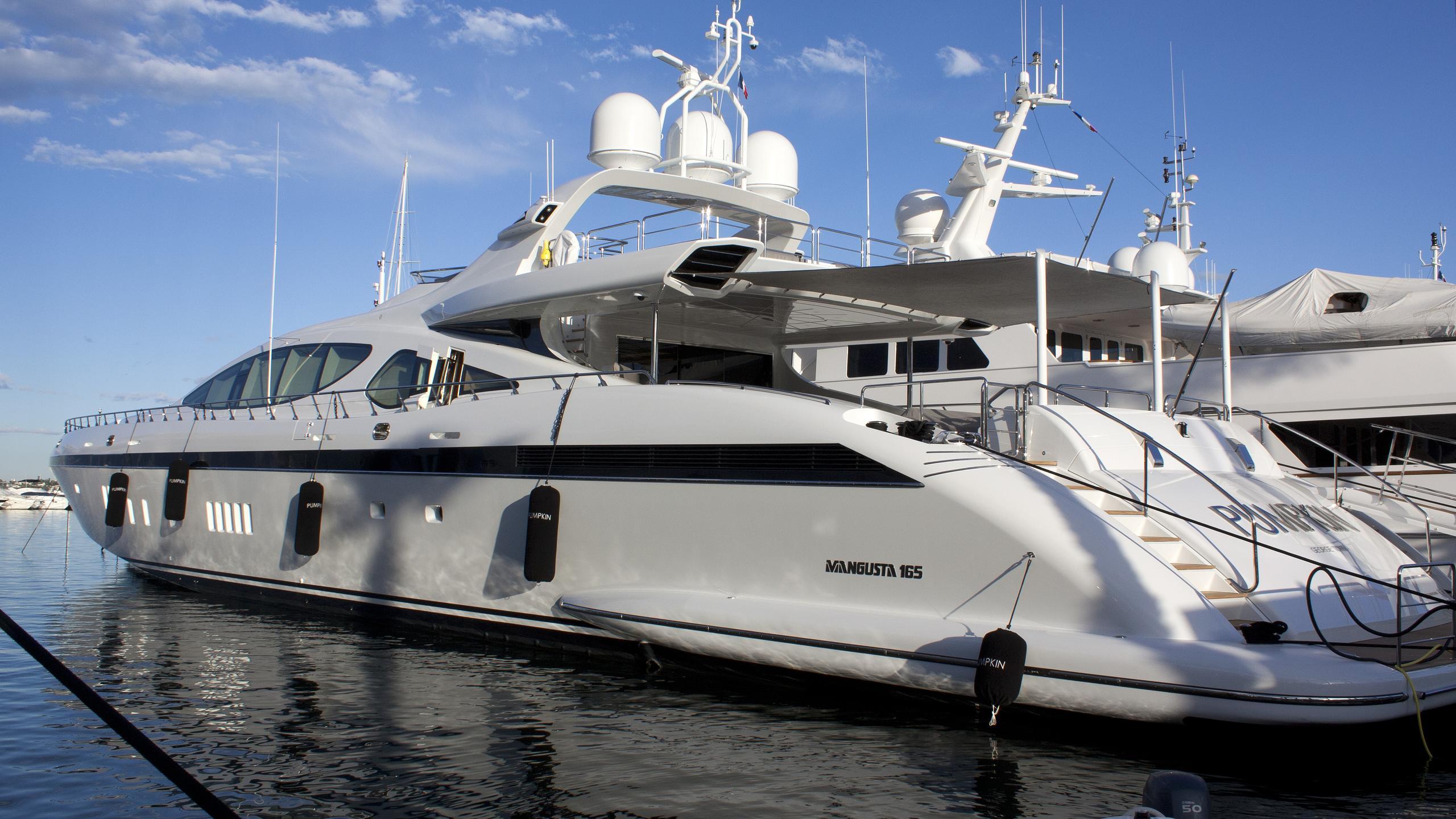 pumpkin-yacht-exterior