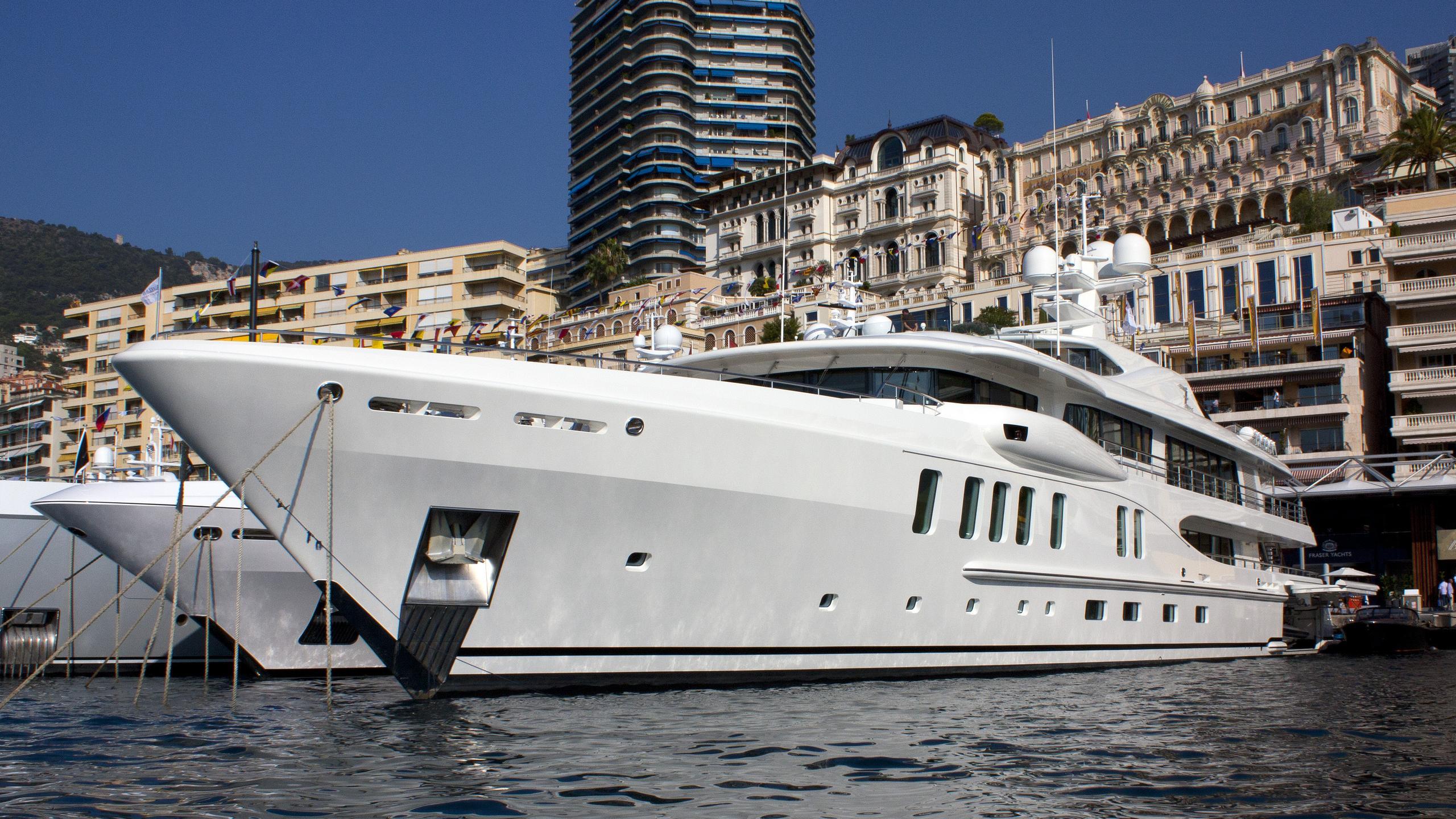 z-yacht-exterior