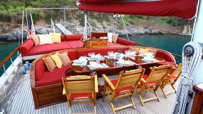 kirke-yacht-aft-dining