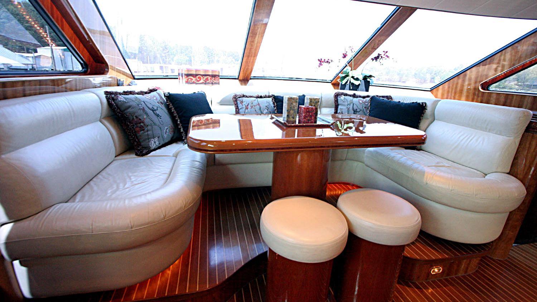 betsye-yacht-lounge