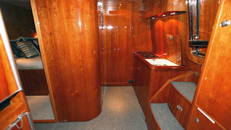 betsye-yacht-hallway
