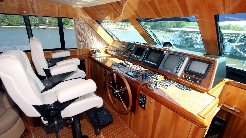 betsye-yacht-helm