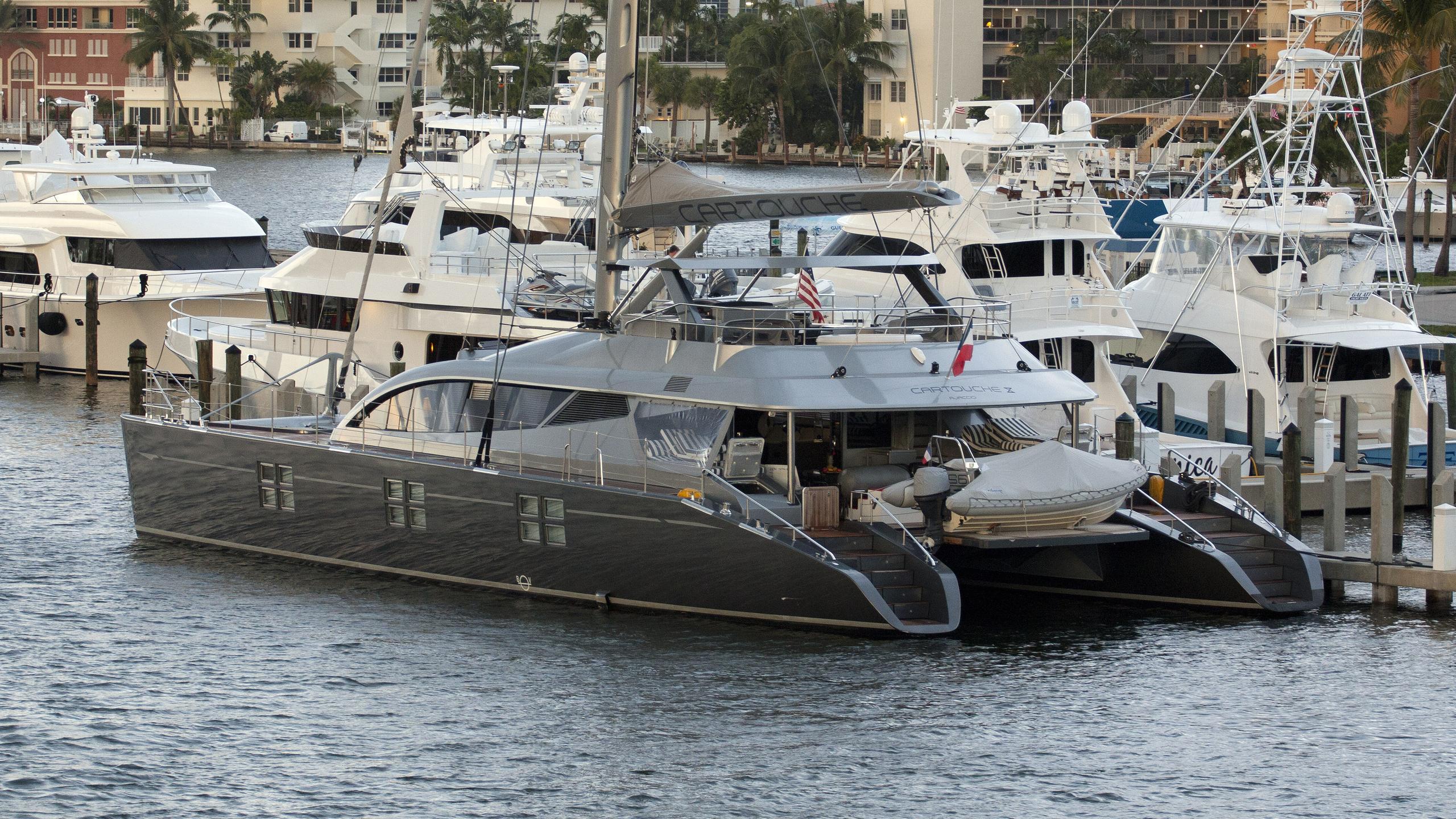 cartouche-yacht-exterior