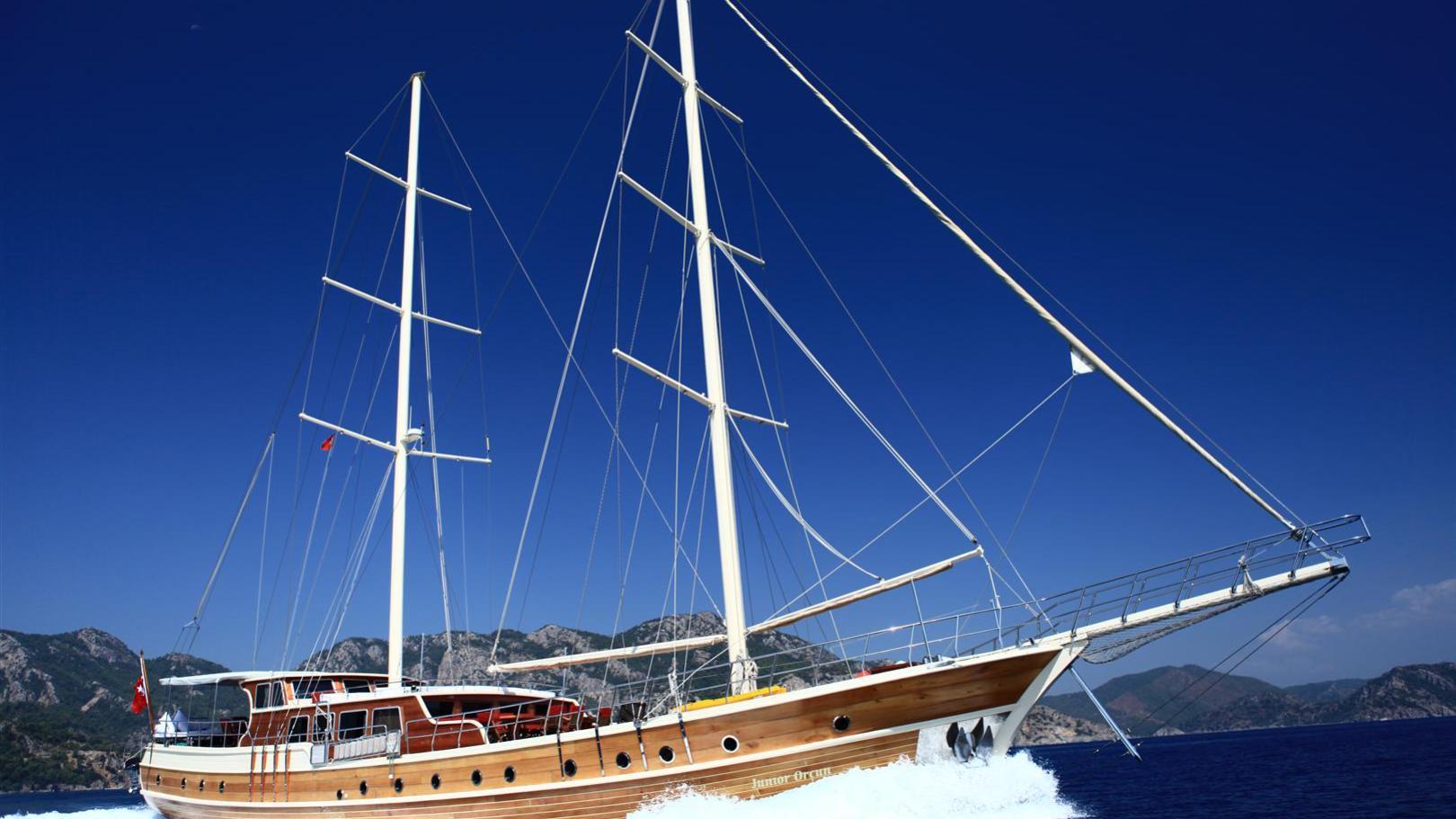 junior-orcun-yacht-cruising