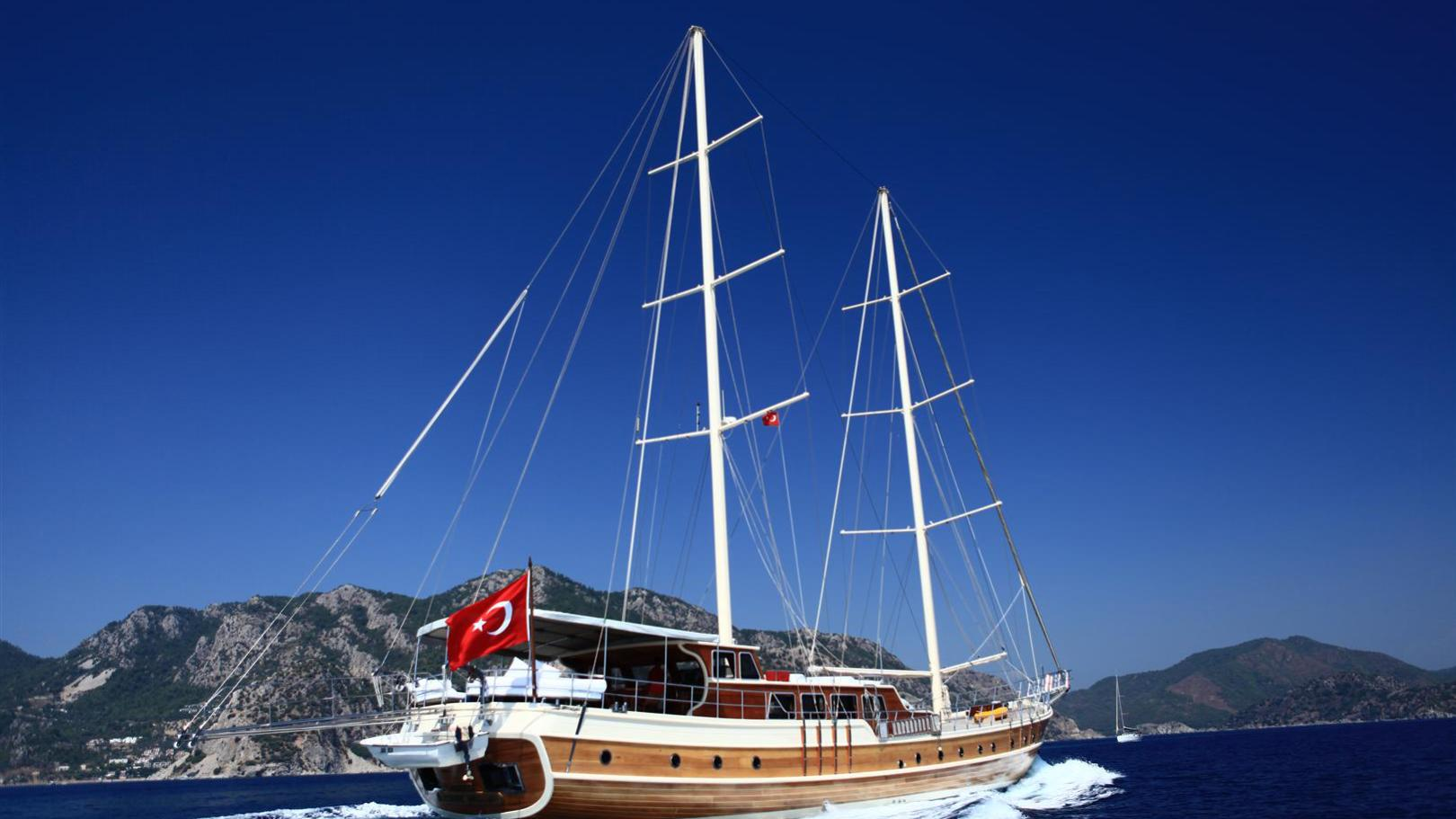 junior-orcun-yacht-stern