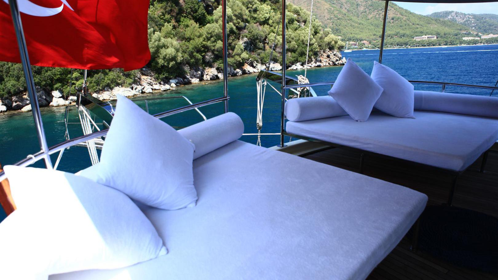 junior-orcun-yacht-sun-lounger