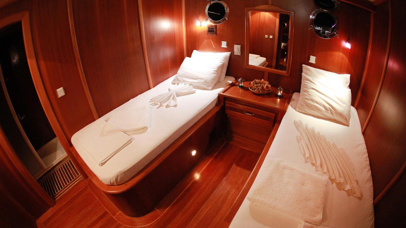 junior-orcun-yacht-twin-cabin