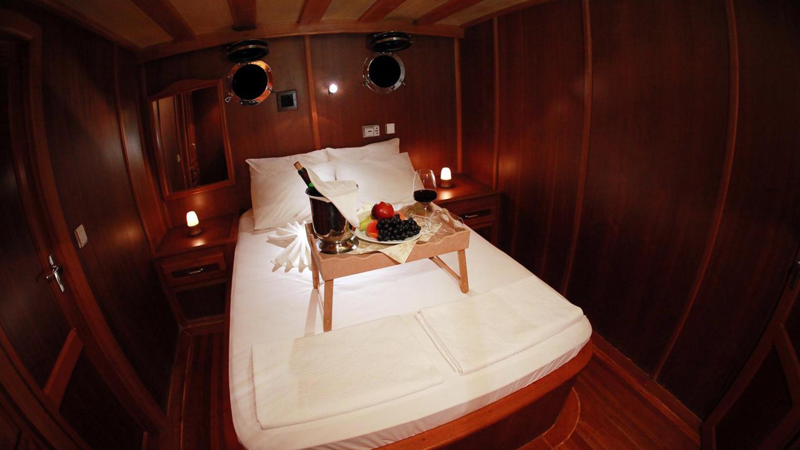 junior-orcun-yacht-double-cabin
