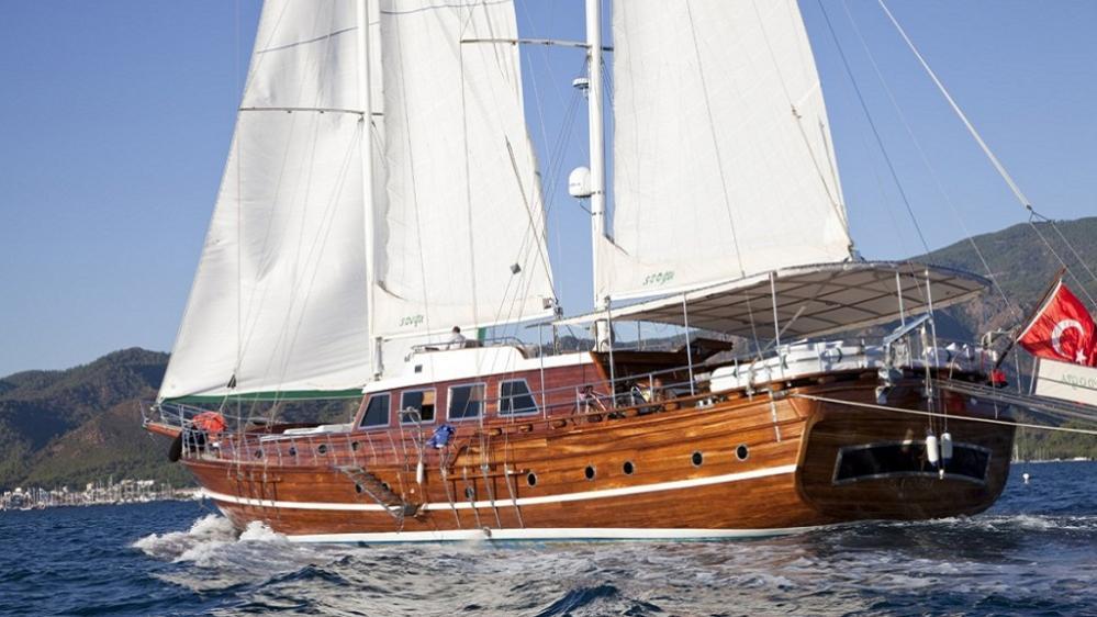 s-dogu-yacht-at-sea