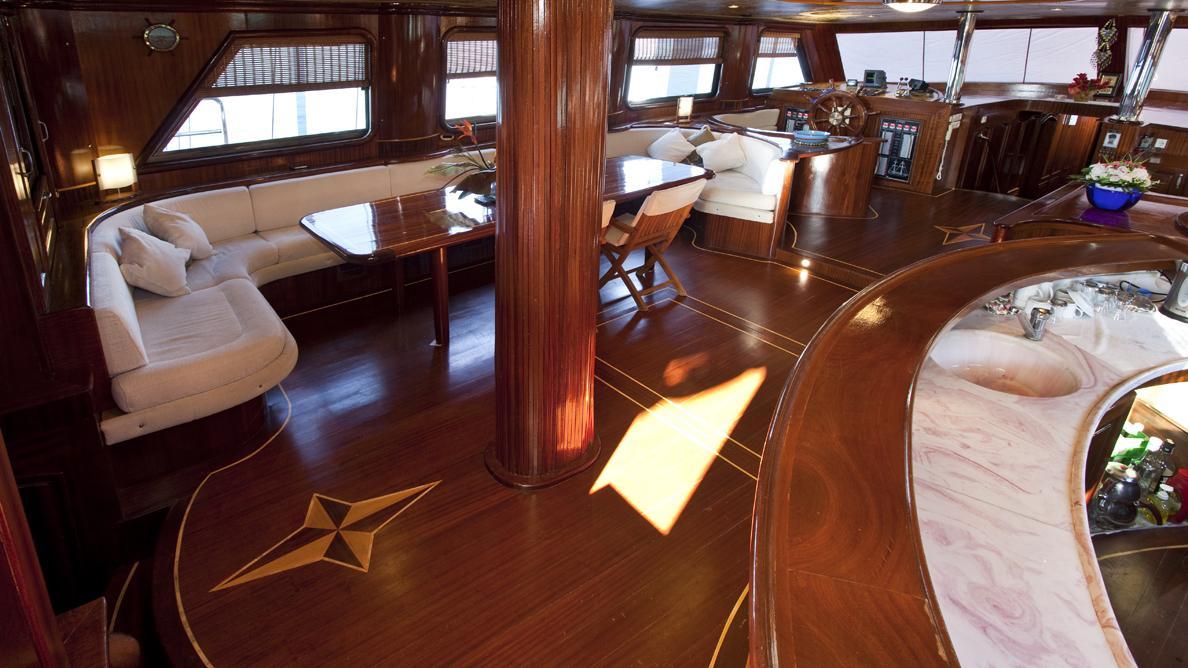 s-dogu-yacht-saloon