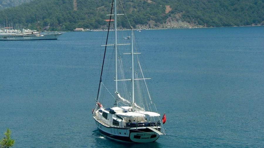 esma-sultan-ii-yacht-stern