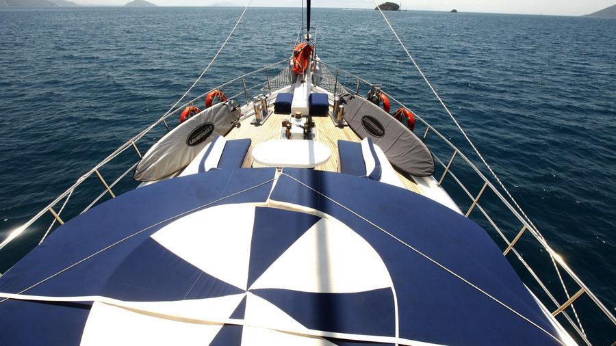 esma-sultan-ii-yacht-bow