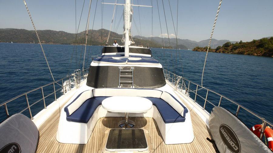 esma-sultan-ii-yacht-deck