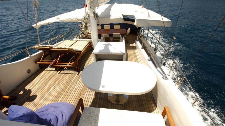 esma-sultan-ii-yacht-sun-deck