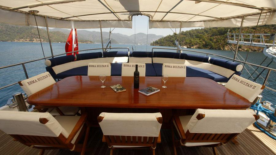 esma-sultan-ii-yacht-aft-dining