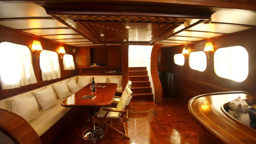 esma-sultan-ii-yacht-saloon