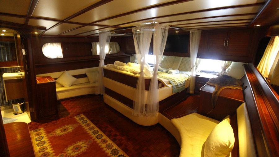 esma-sultan-ii-yacht-master-cabin