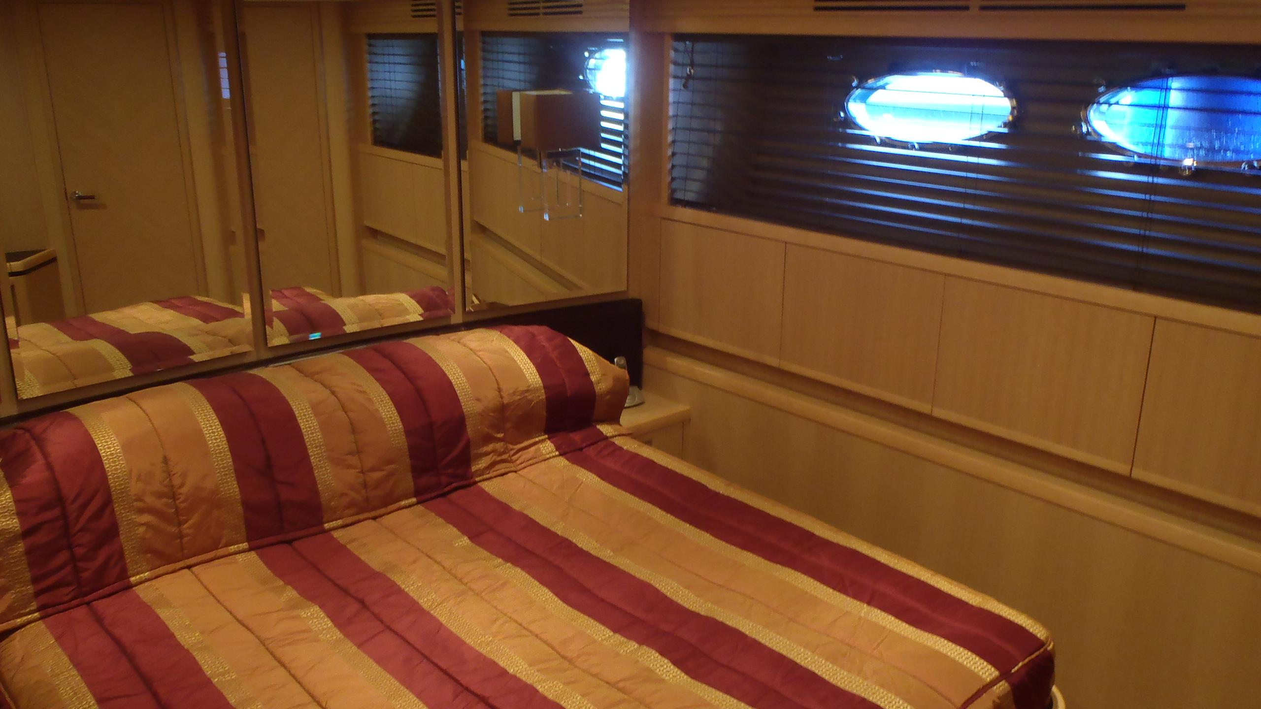 legenda-yacht-double-cabin