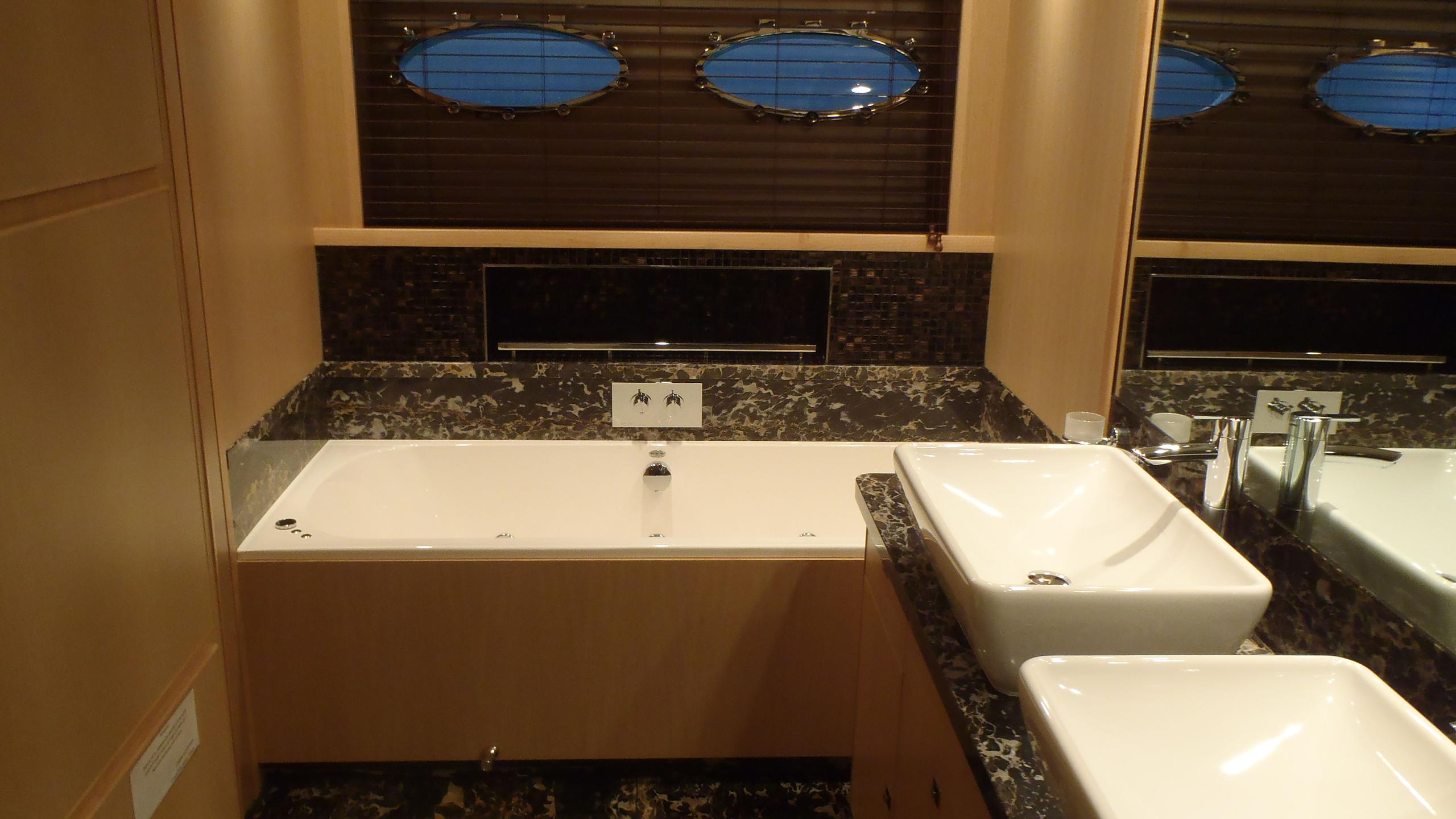 legenda-yacht-bathroom