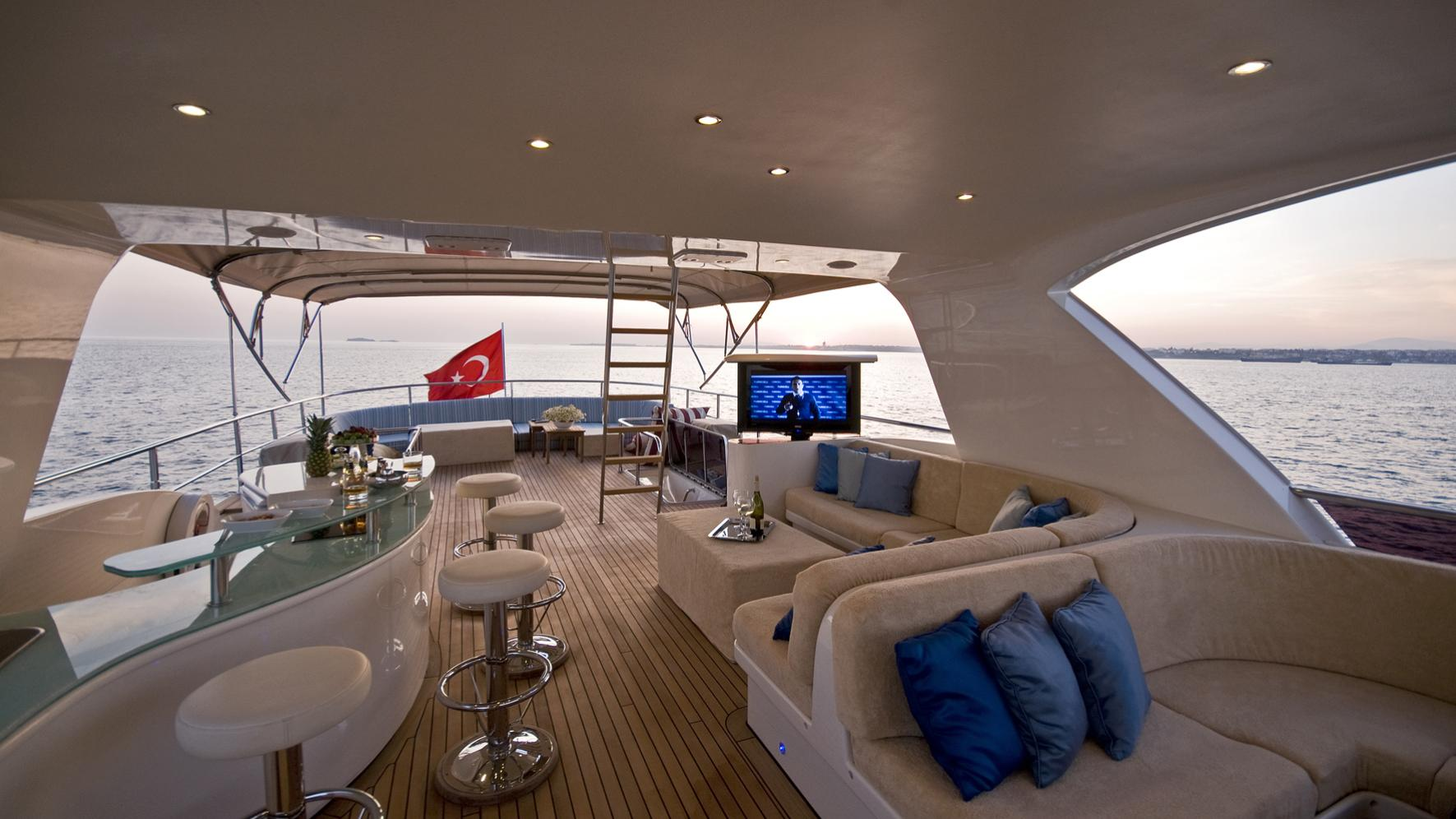 azmim-yacht-sun-deck-bar