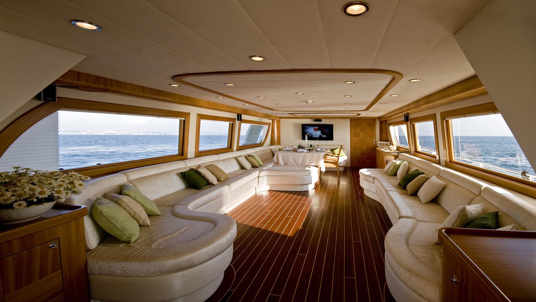 azmim-yacht-saloon