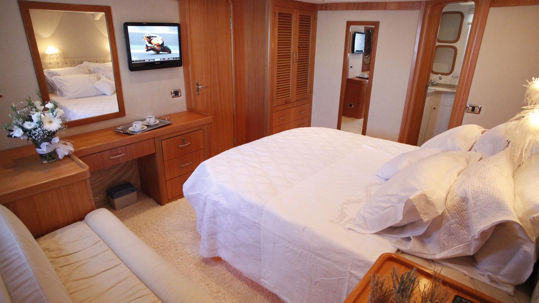 azmim-yacht-double-cabin