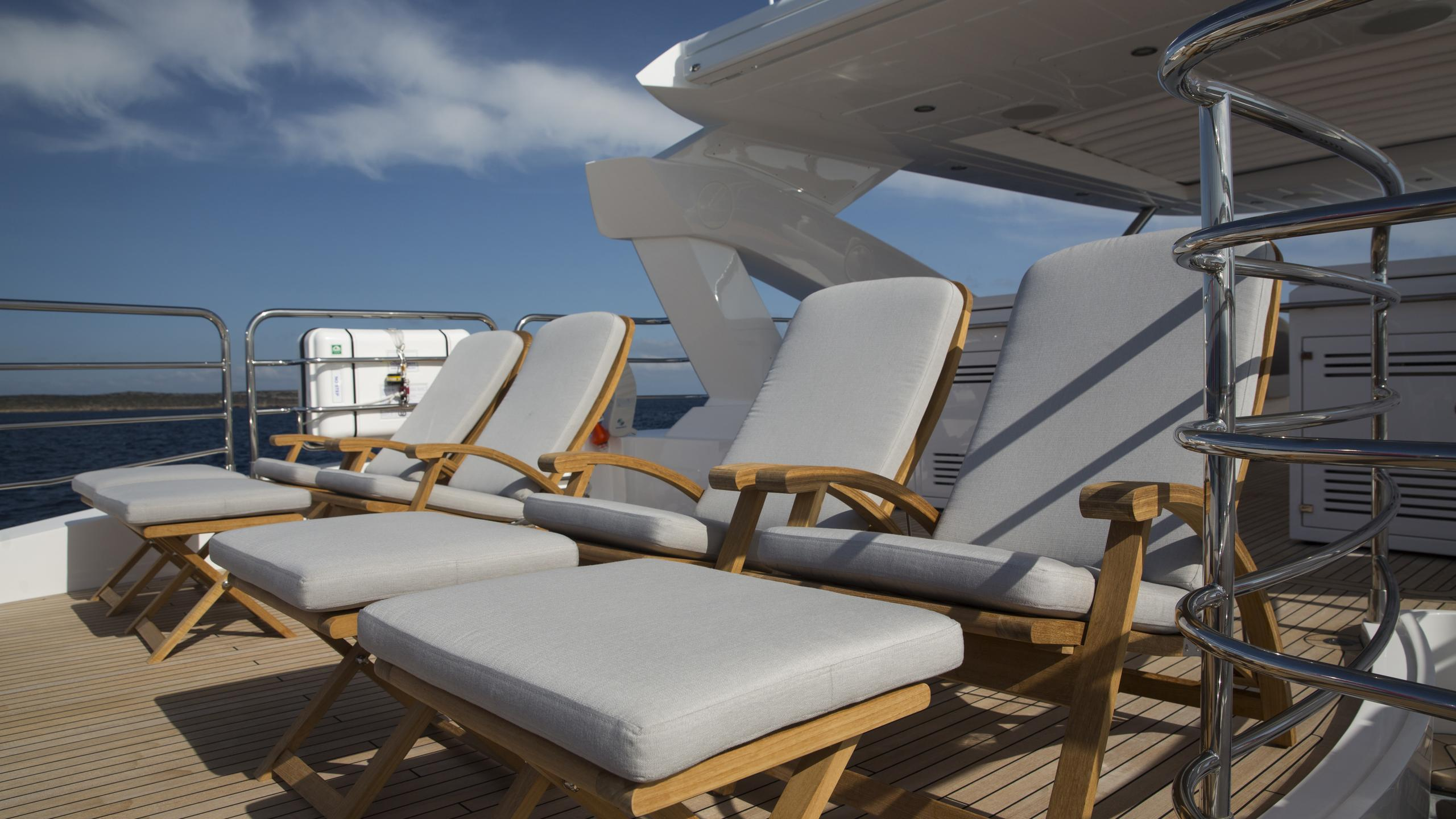 play-the-game-yacht-sun-loungers