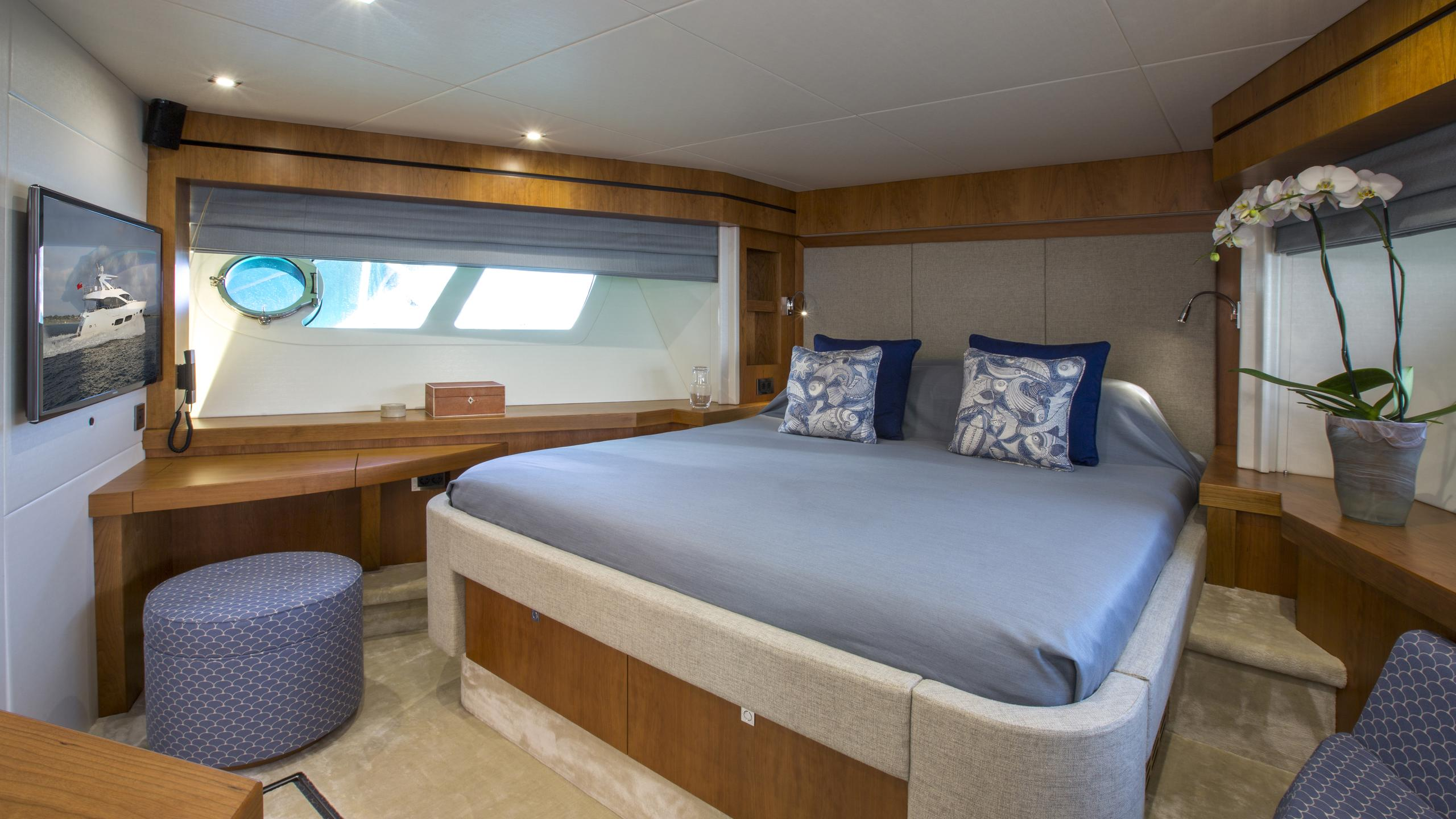 play-the-game-yacht-double-cabin