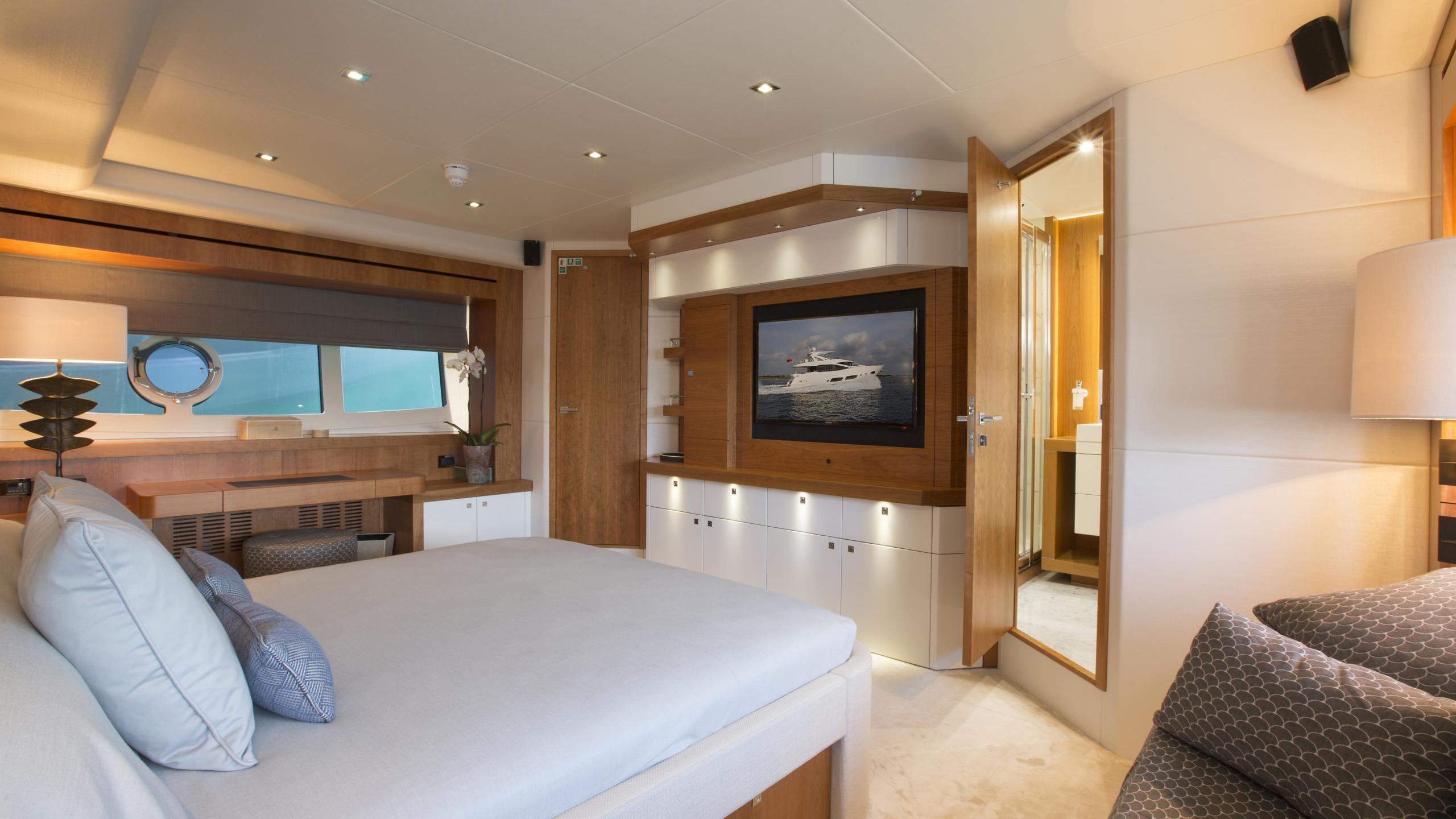 play-the-game-yacht-master-cabin