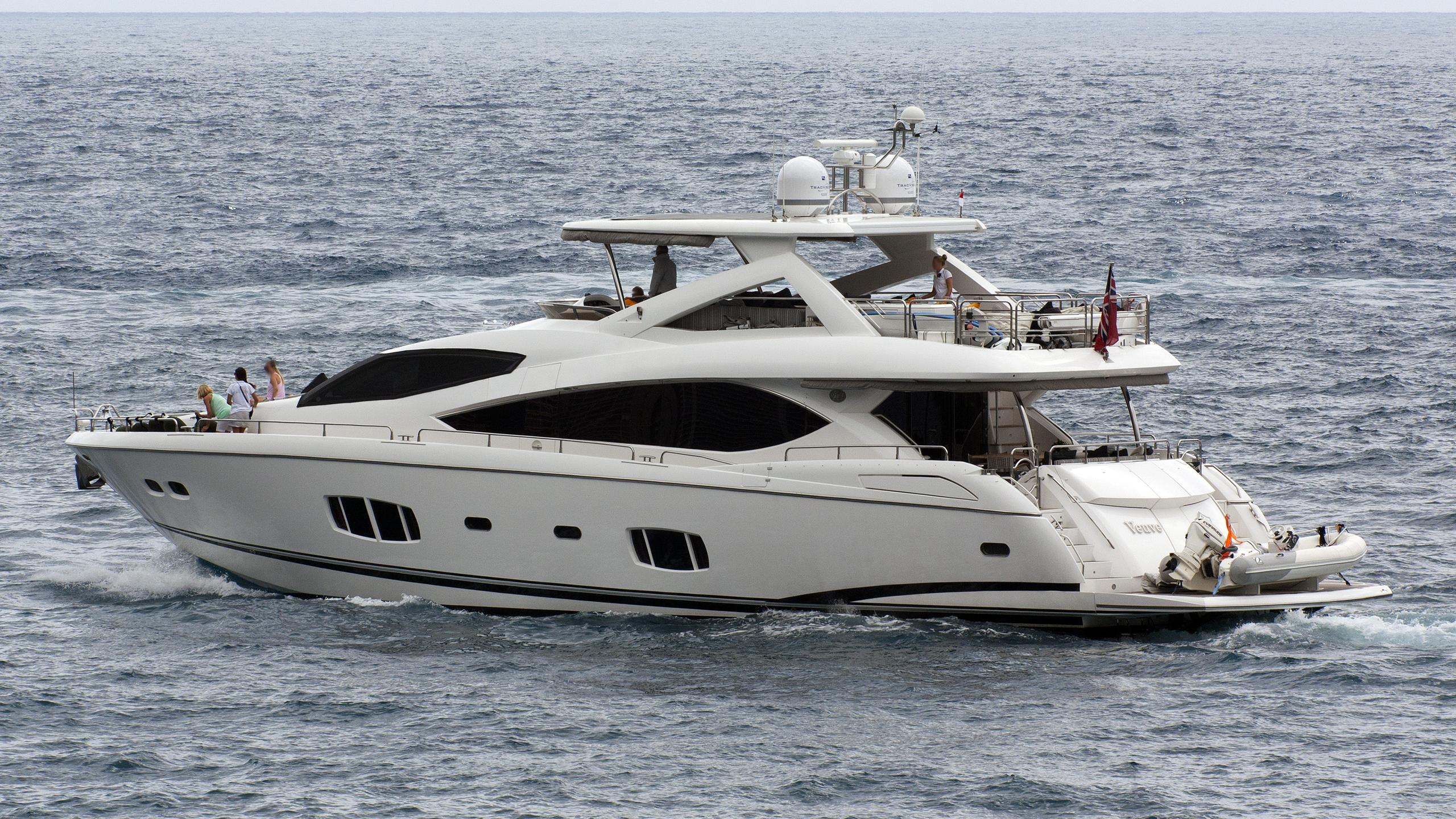 veuve-yacht-exterior