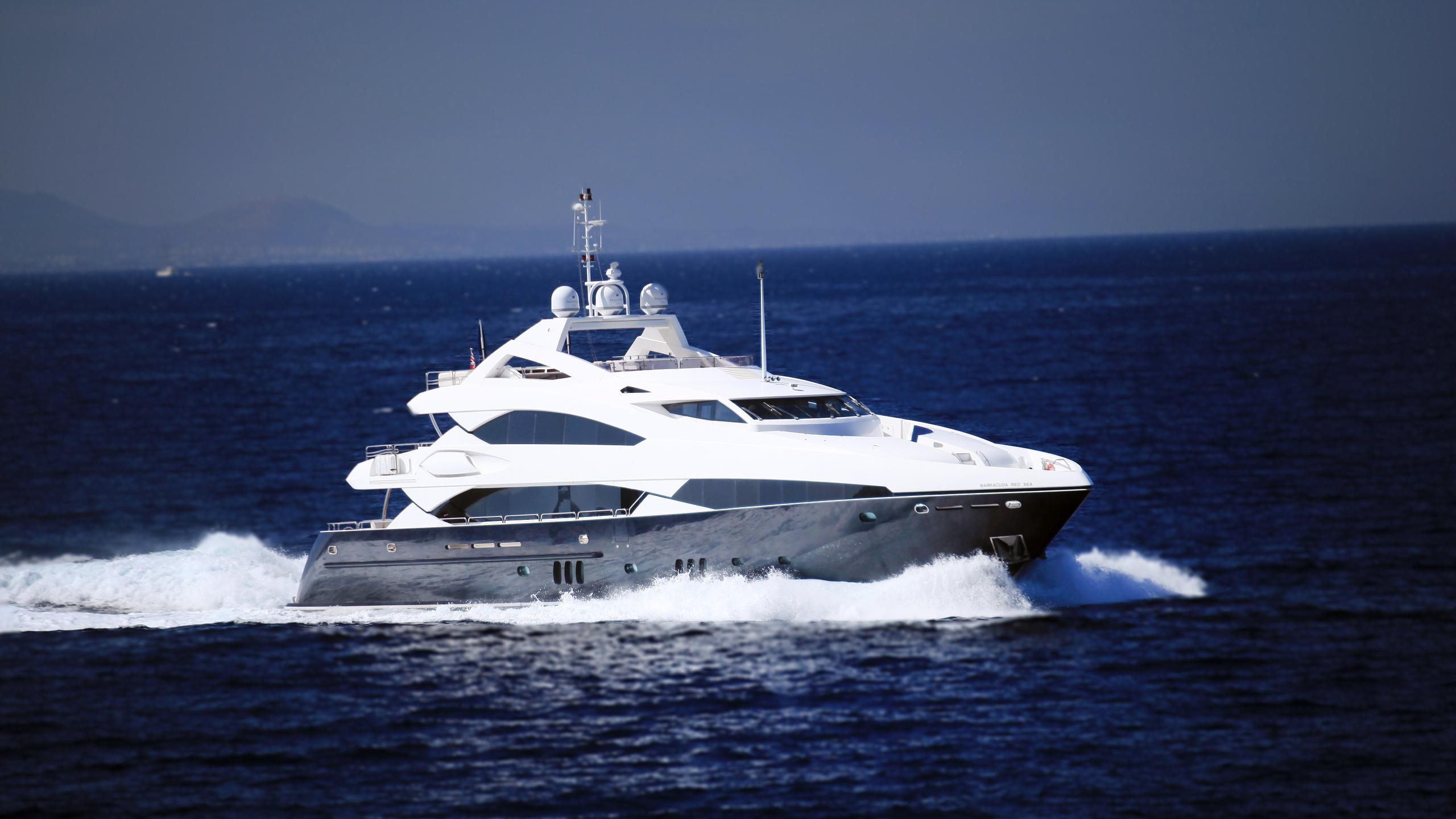 barracuda-red-sea-yacht-at-sea