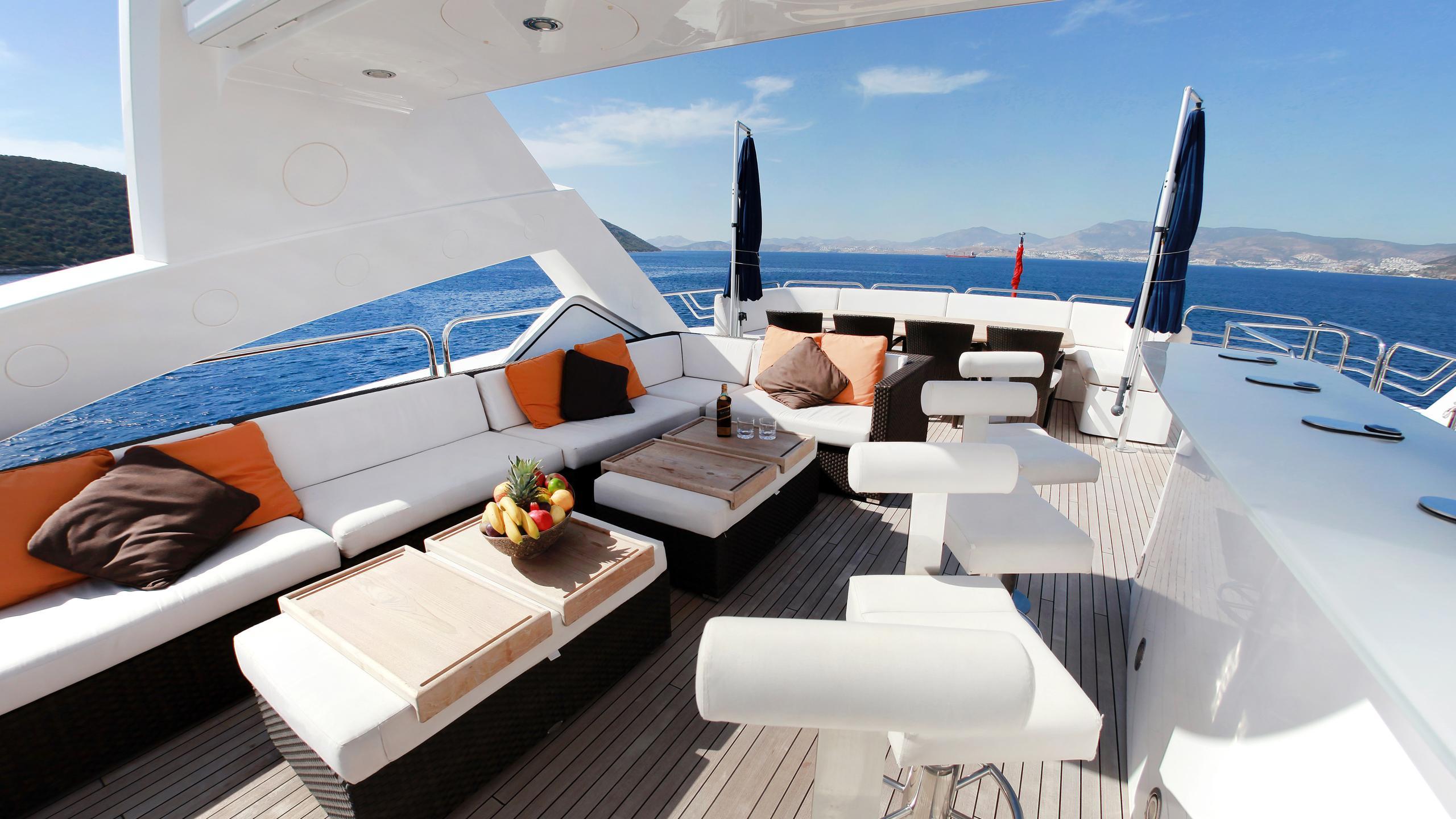 barracuda-red-sea-yacht-sun-deck-bar
