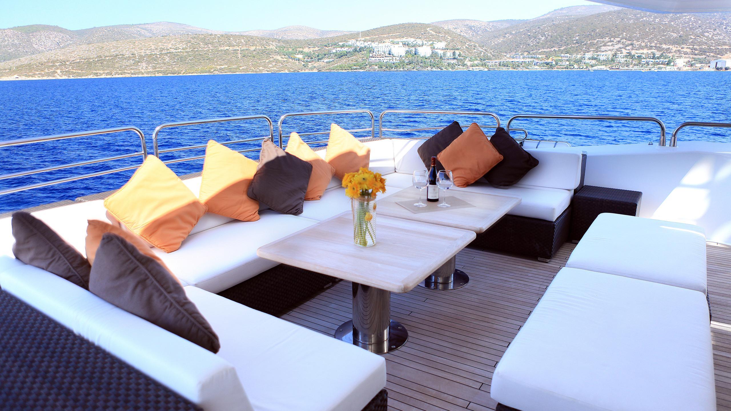 barracuda-red-sea-yacht-sun-lounger