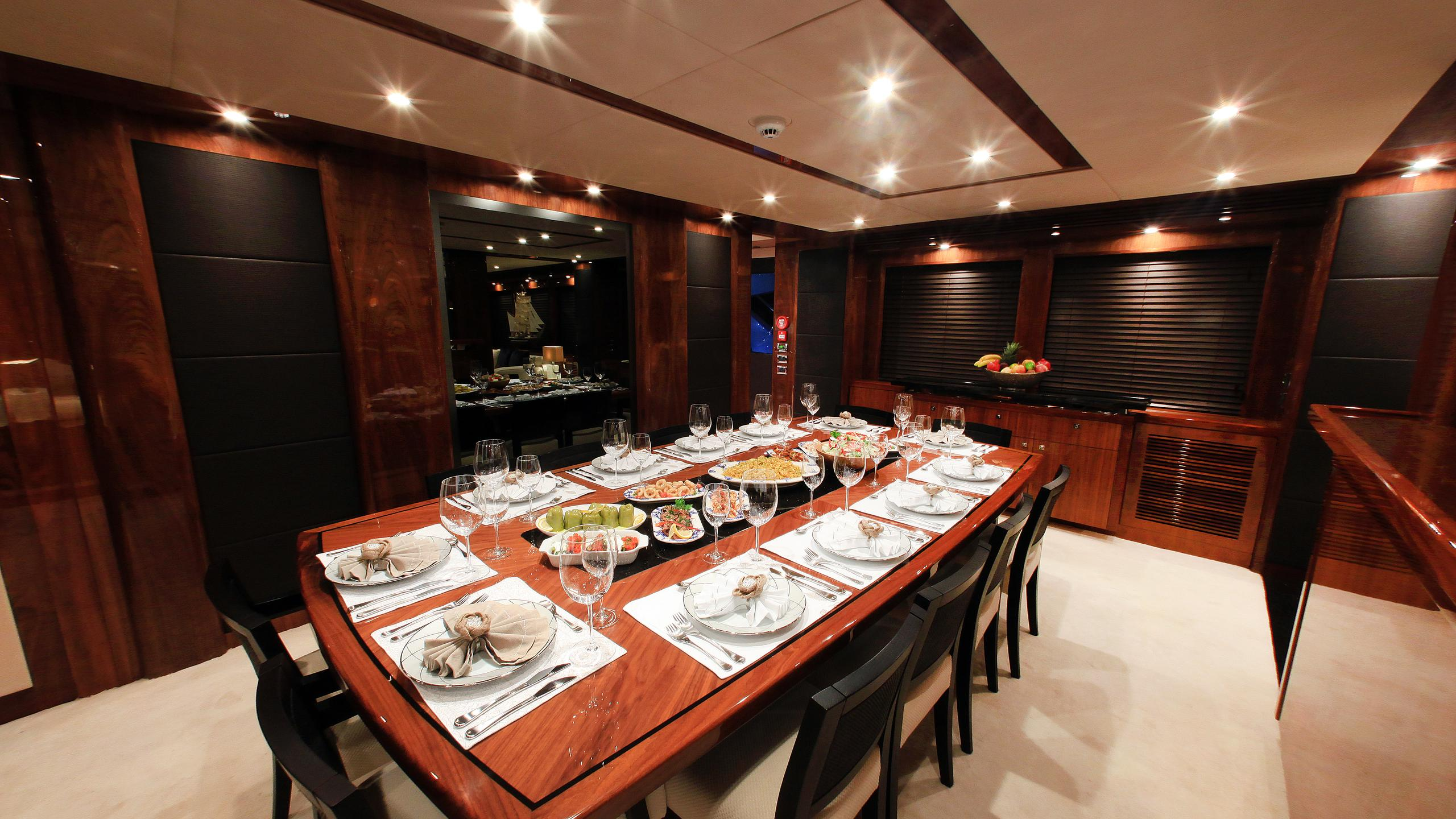 barracuda-red-sea-yacht-formal-dining