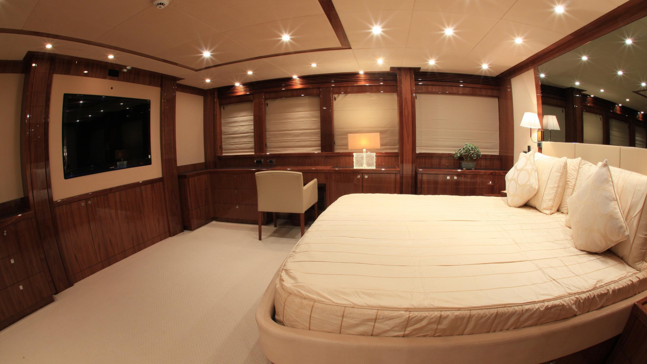 barracuda-red-sea-yacht-master-cabin