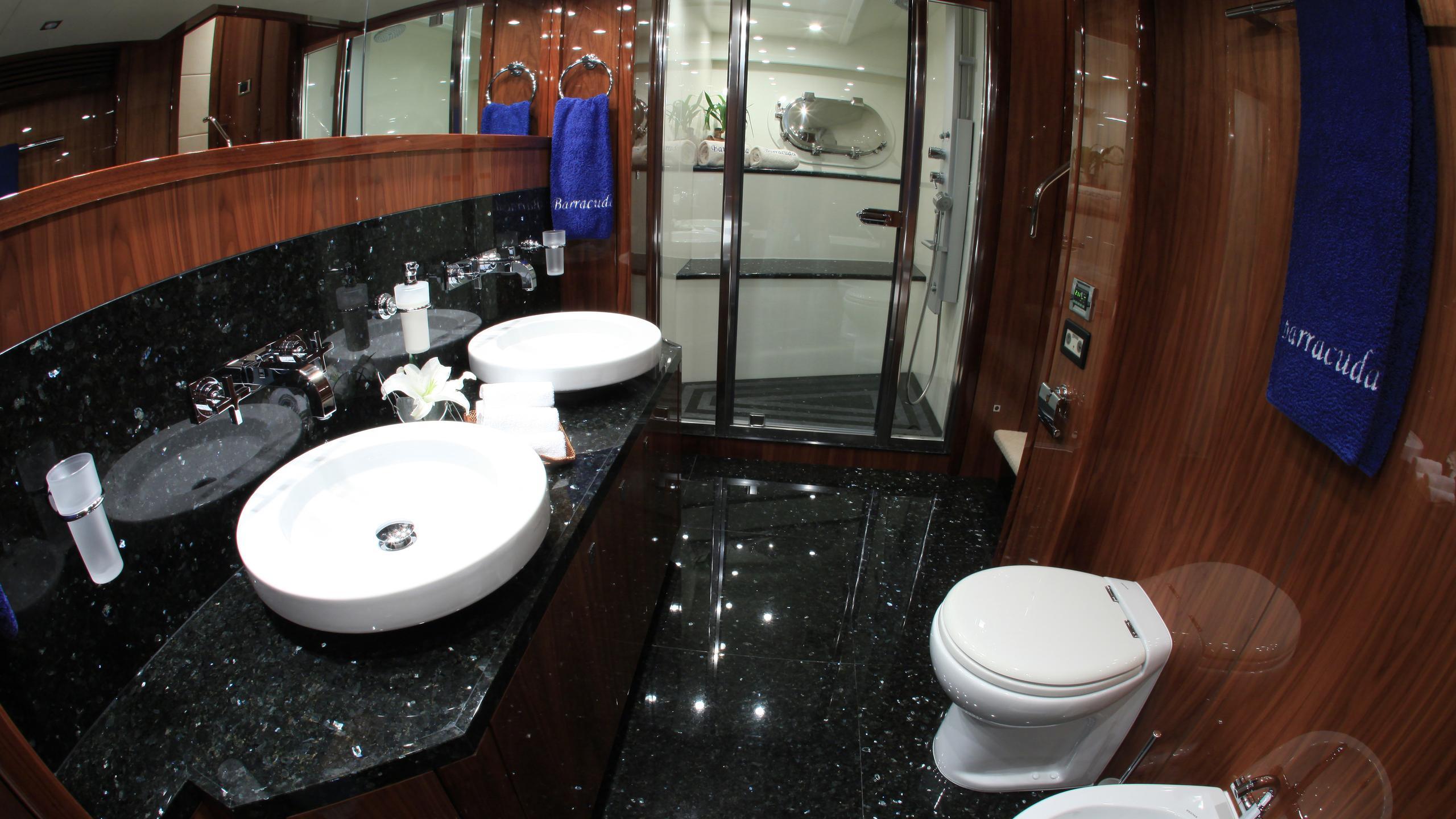 barracuda-red-sea-yacht-bathroom
